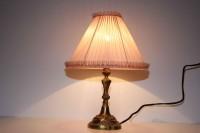 Gammal bordslampa i mässing
